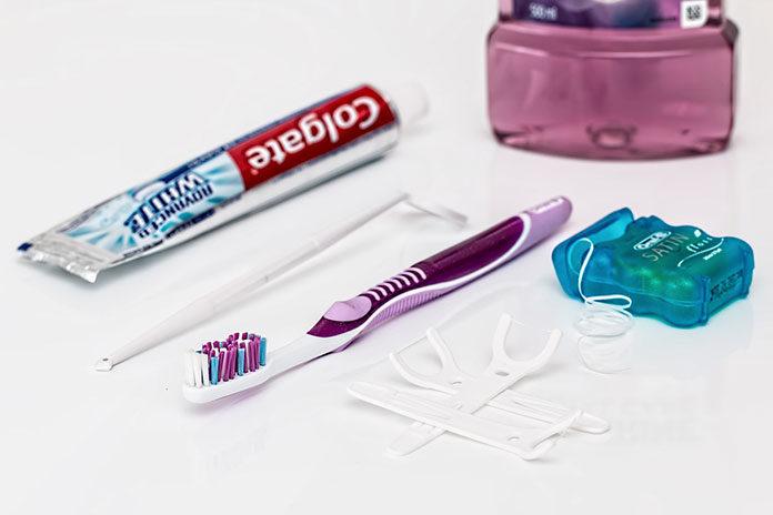 Fluoryzacja zębów pomaga je wzmocnić i zapobiec próchnicy