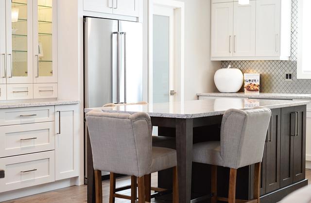 Hokery – najlepsze krzesła do aneksu kuchennego