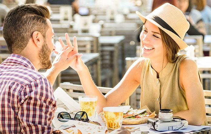 Flirtowanie na wakacjach. Dlaczego warto?