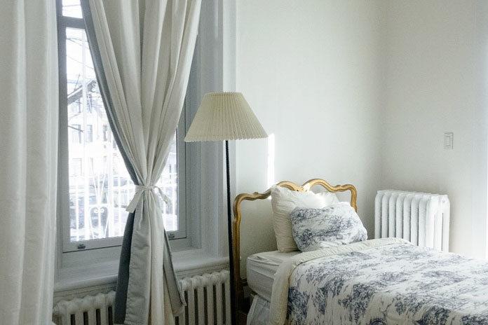 Modne zasłony do każdego okna - sprawdź nasze propozycje!