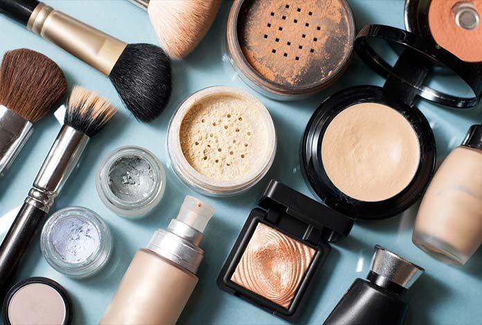 Jak wykonać profesjonalny makijaż w kilku prostych krokach?