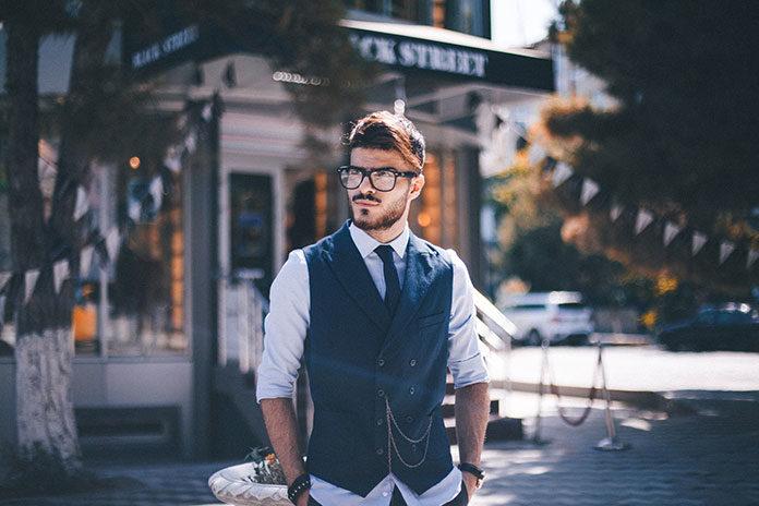 Mężczyzna ubrany z klasą