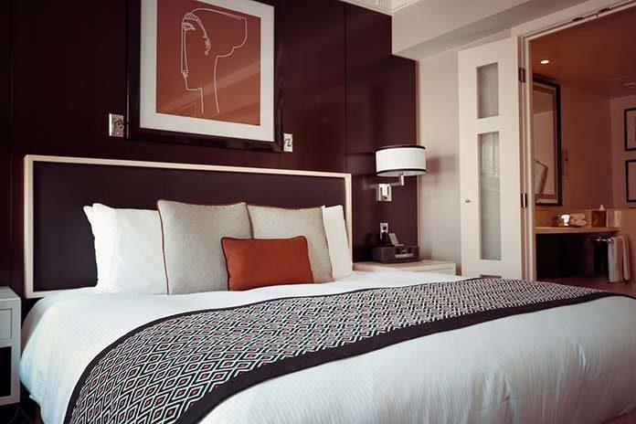 Czy kinkiety nowoczesne do sypialni to dobry wybór?
