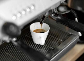 Jak wybrać dobry ciśnieniowy ekspres do kawy